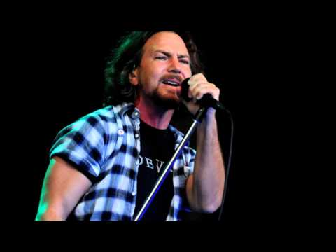 Pearl Jam - Sittin' on the dock of the bay ( Otis redding cover )