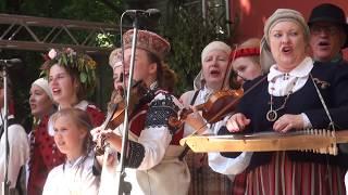 """00011 Folkloras diena """"Novadu sasaukšanās"""" uz Vērmanes dārza lielās skatuves 7.07.2018 SKANDINIEKI"""