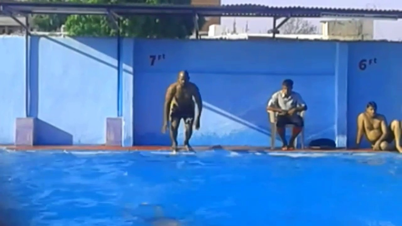 How To Dive Into A Swimming Pool Youtube