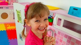 Alena cooking breakfast for Mom and buy a new Playhouse
