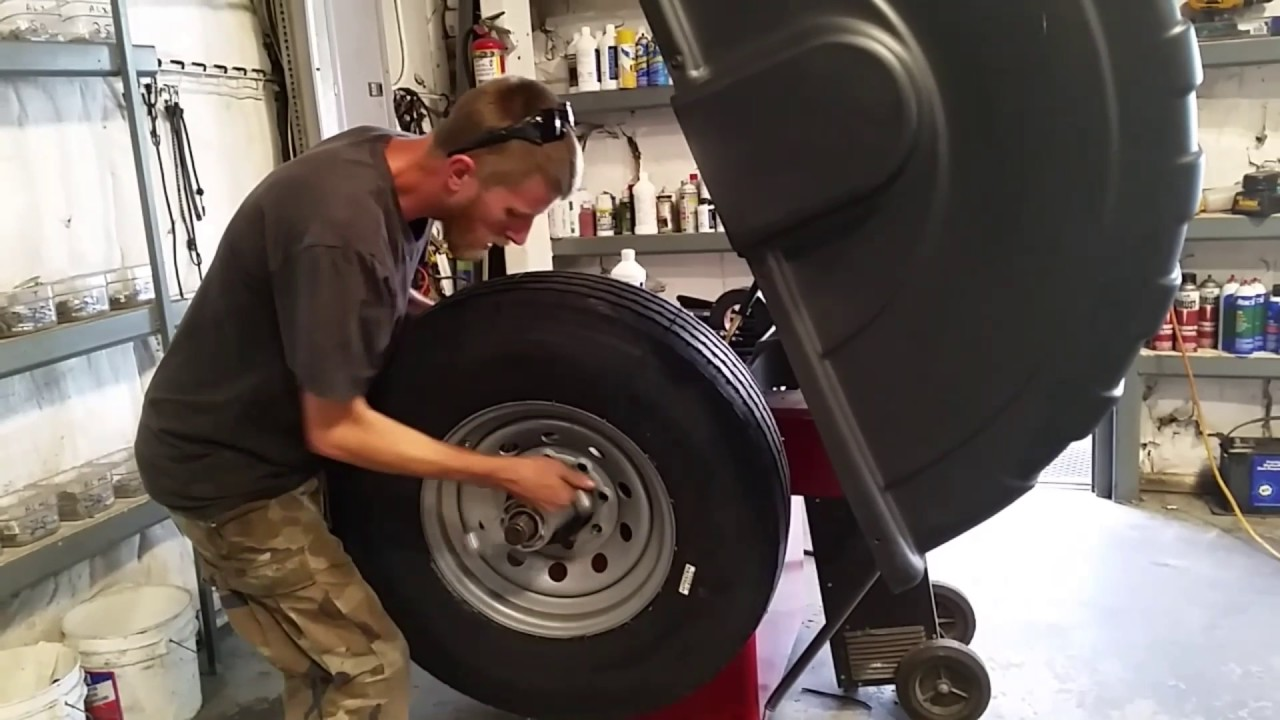 how to put a tire on the rim how the professionals put the tire on the rim youtube. Black Bedroom Furniture Sets. Home Design Ideas