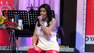 Movie Theme Song Medley - Regine Velasquez at Market Market [The Regine Series Mall Tour]