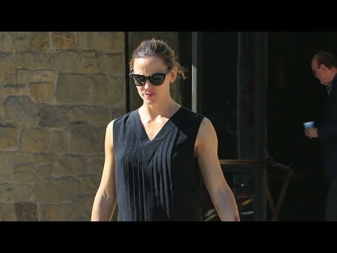 Jennifer Garner Alone At Church Amid Tension With Ben