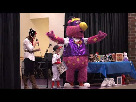 Indians mascot Slider surprises contest-winning kid at Grant Elementary in Lakewood for Halloween (video)