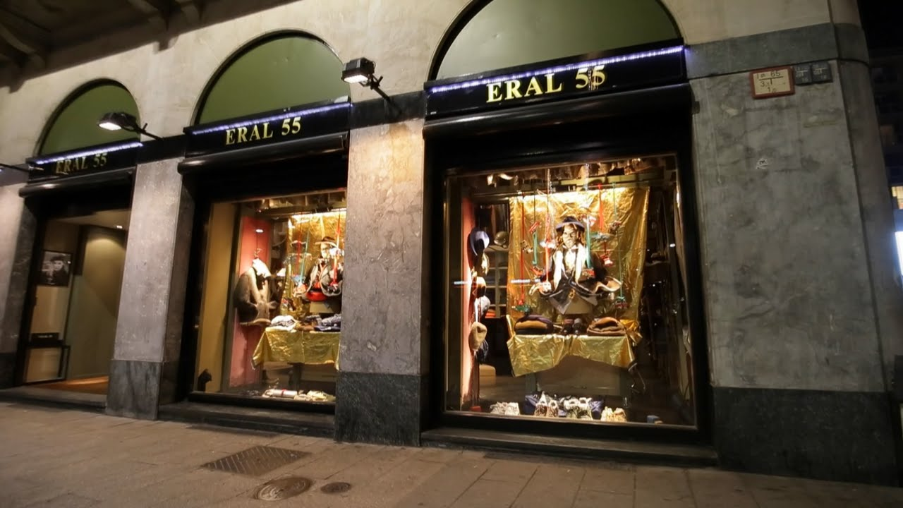 Dynamic Shop Window lighting installation at Eral 55 by Philips Lighting