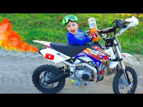 Заправил ПитБайк брата ФАНТОЙ...Tucked my brothers pitbike!!!