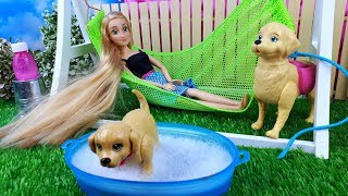 Barbie's toy puppy's swimming - First bath !! Play dolls