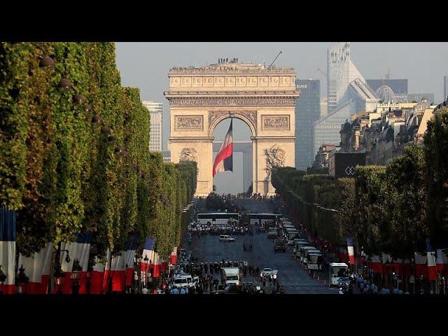 <span class='as_h2'><a href='https://webtv.eklogika.gr/eleytheria-isotita-adelfosyni-i-gallia-giortazei-kai-thymatai' target='_blank' title='Ελευθερία, Ισότητα, Αδελφοσύνη: Η Γαλλία γιορτάζει και θυμάται…'>Ελευθερία, Ισότητα, Αδελφοσύνη: Η Γαλλία γιορτάζει και θυμάται…</a></span>