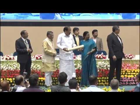Shri Santosh Kumar Gangwar & Shri Venkaiah Naidu at the PM Shram Awards
