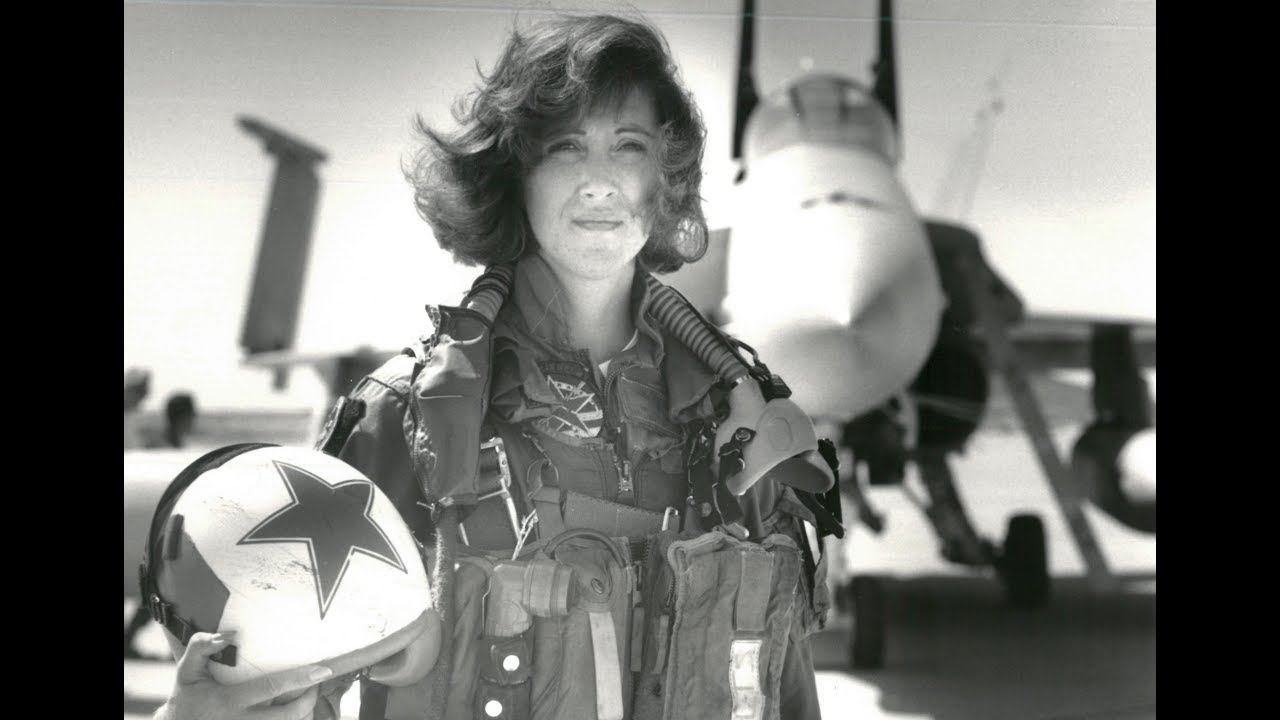 how-southwest-pilot-tammie-jo-shults-stayed-calm-in-the-cockpit