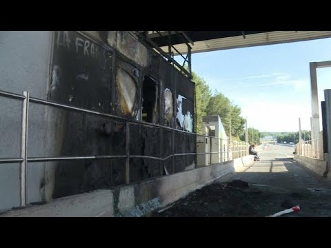 محتجون يحرقون محطات دفع رسوم العبور في فرنسا بعد مطالبة الشركة بتسديد الرسوم…  - نشر قبل 2 ساعة