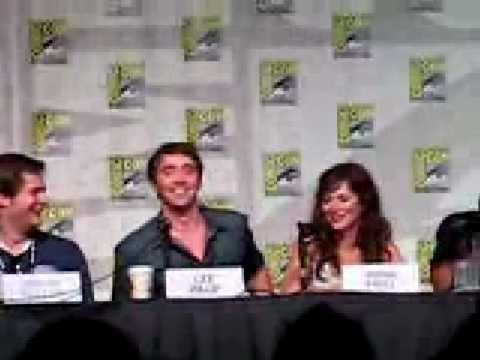Lee Pace & Anna Friel Kiss (Comic Con)