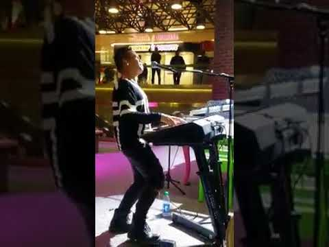 Versace On The Floor Cover Live @ Port Authority New York