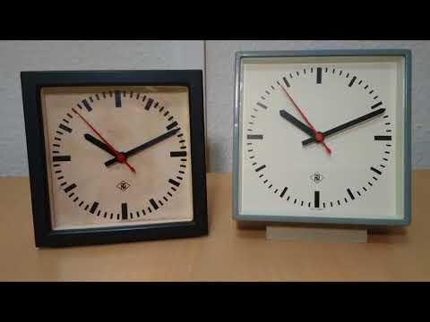 Zwei Stellwerksuhren (Nebenuhren) mit Synchronsekunde der Deutschen Bahn an Hauptuhr angeschlossen