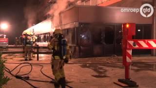 Flatgebouw in Doorwerth ontruimd vanwege grote brand