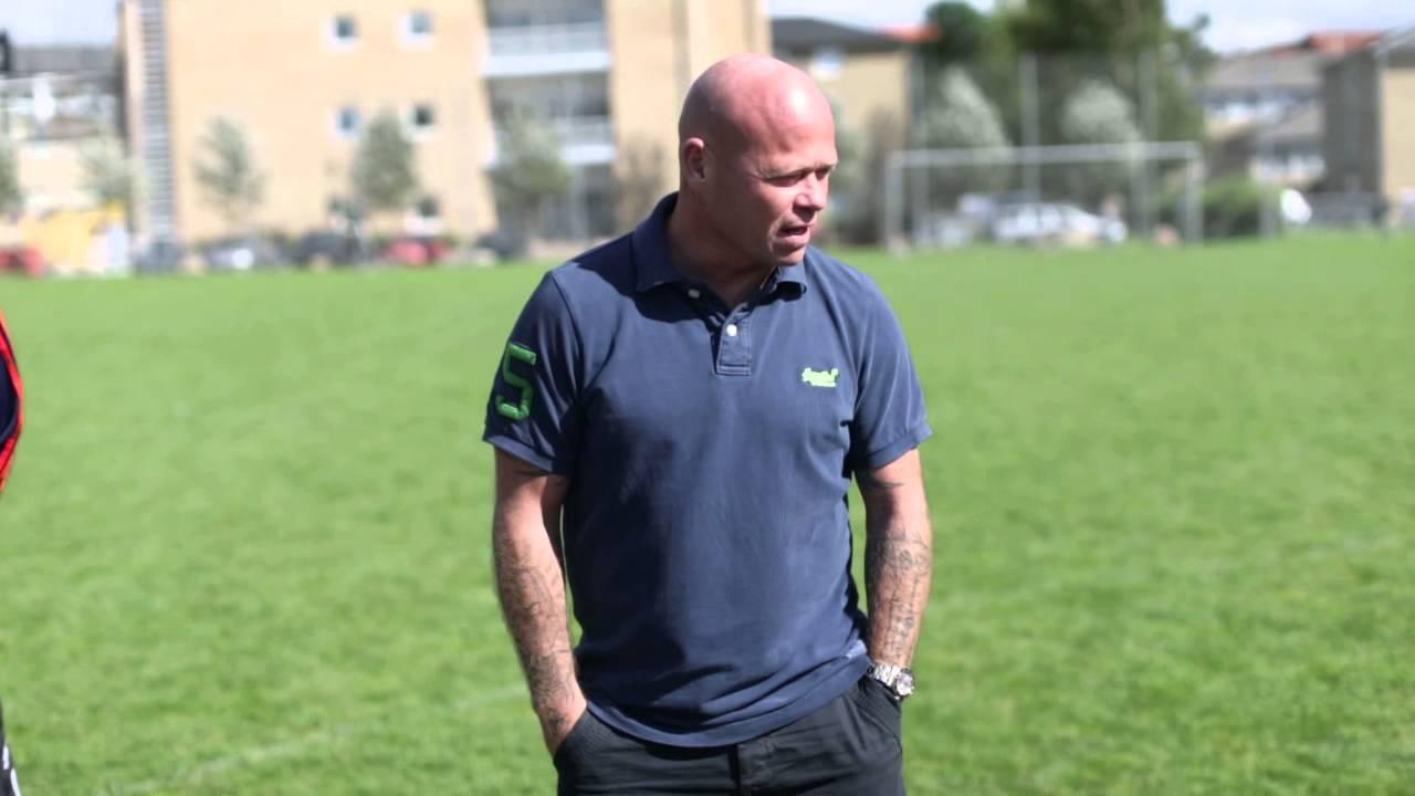 f92b0688 Stig Tøfting tilbage på sin skole med Ekstra Bladet Skolefodbold 2 ...