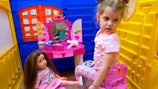 Ева и Куклы играем в Салон парикмахерская