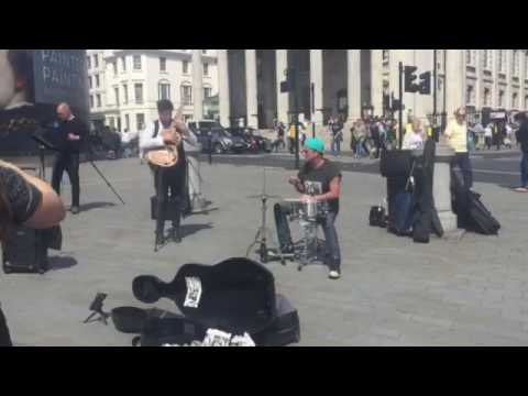Chad Smith busking in London