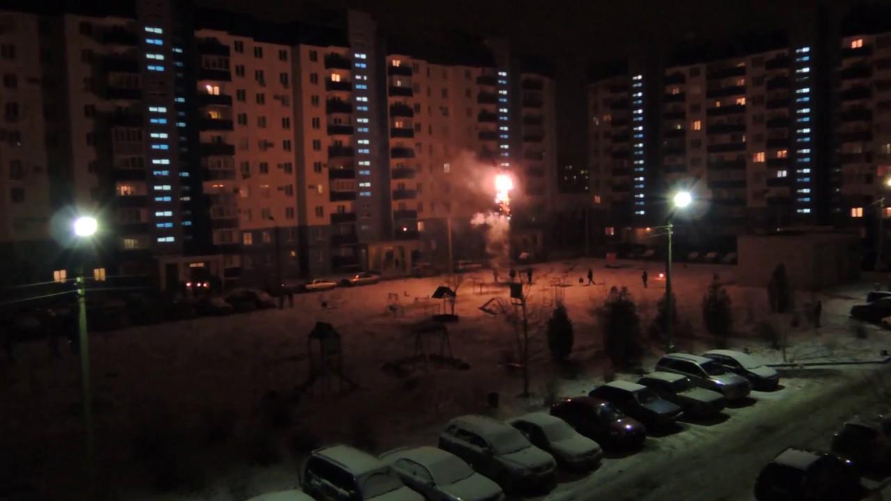 Новогодний салют во дворе - Nikon P310