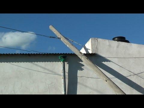 Florencia Sta.  Fe - Reclamo a Telecom : postes y cables caidos