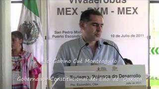 Inaugura Gabino Cué nuevo vuelo México-Puerto Escondido, de Vivaaerobus