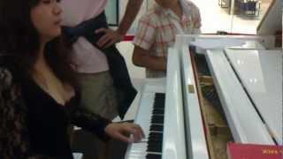 越南美女鋼琴走光