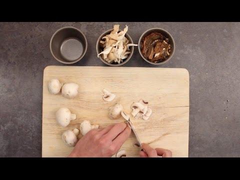 Comment pr parer et cuire ses champignons youtube - Comment cuisiner les champignons frais ...