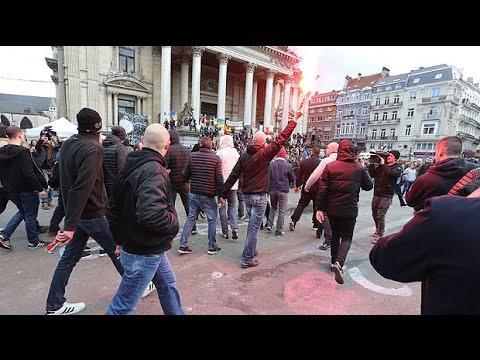 Riot police clash with 'anti-Isil' far-right activists in La Bourse square