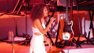 Solange - Cranes In The Sky - Live @ The Hollywood Bowl 9-24-17 in HD