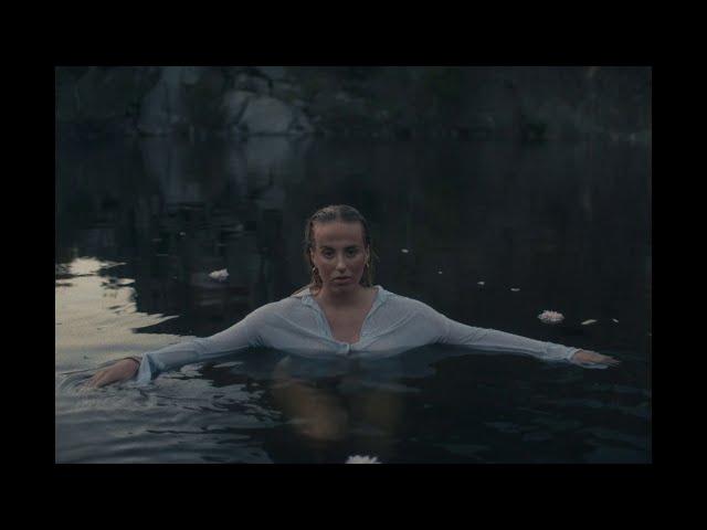 JÁNA - Buds (Official Music Video)