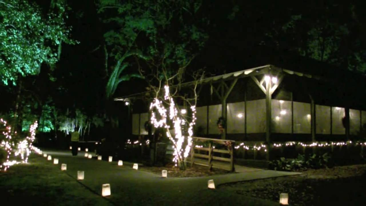 Eden Gardens State Park Christmas Candlelight Tour in Point