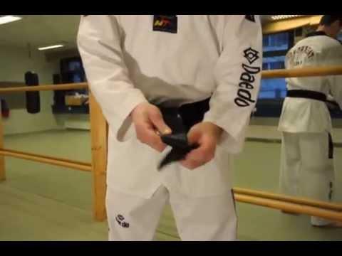 taekwondo gurt richtig binden youtube. Black Bedroom Furniture Sets. Home Design Ideas