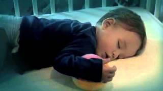Canción anuncio Dodot - 12h muy dormido - Wake up by Agosto