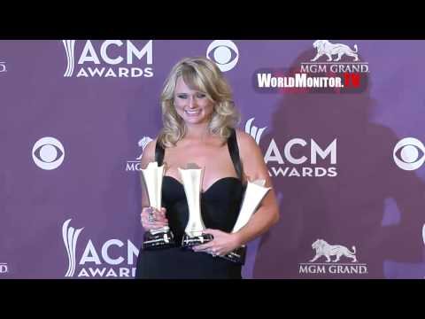 Miranda Lambert so gorgeous backstage at The 48th Annual Country Music Awards