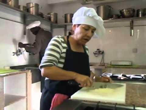 Curso ayudante cocina 2012 albergue san francisco youtube for Ayudante cocina