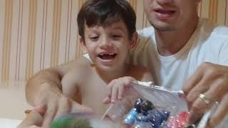 Abrindo  brinquedo