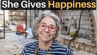 She Gives Happiness (Tripoli, Libya)