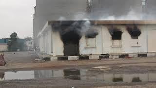 مليشيات الحوثي تستهدف مطاحن البحر الاحمر في مدينة الحديدة بالمدفعية وتخلف أضرار