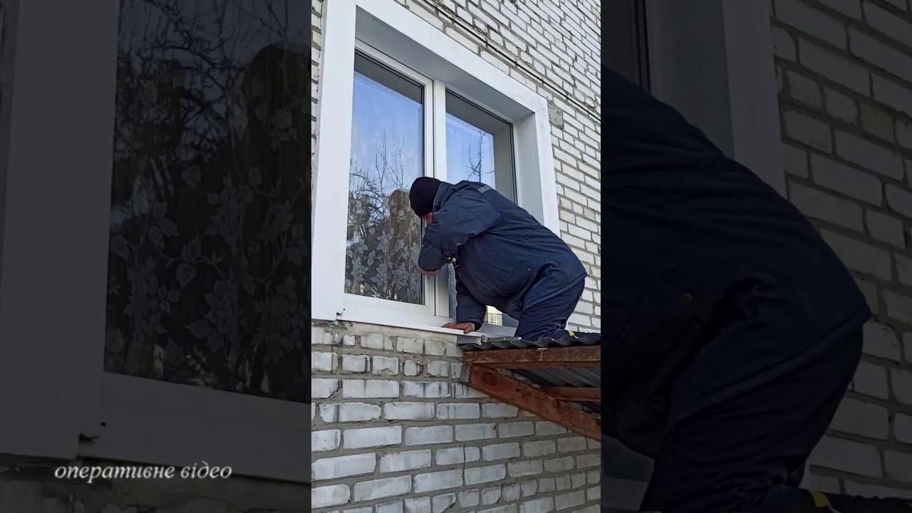 Бродівські рятувальники через вікно потрапили до оселі пенсіонерки