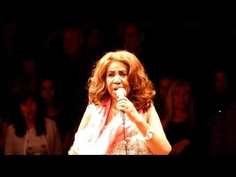ARETHA FRANKLIN  I Knew You Were Waiting for me   @ THEATRE AT WESTBURY NYC 1352017
