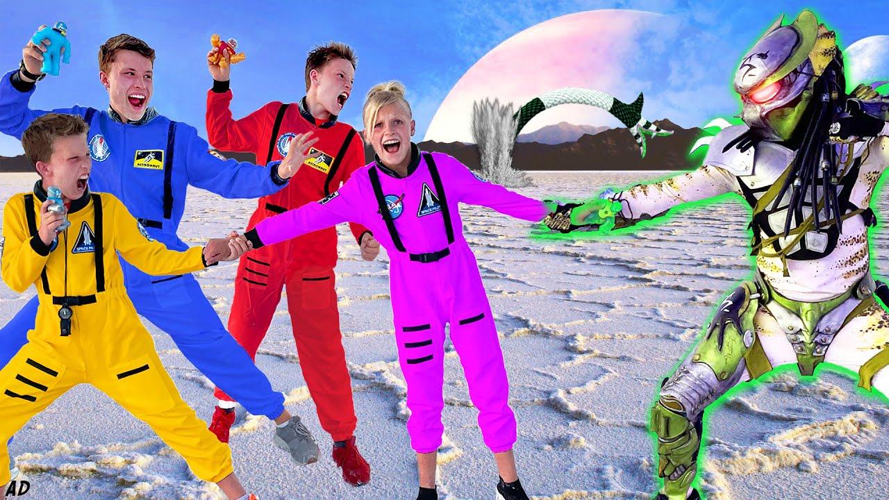Space Ninjas and Heroes of Goo Jit Zu Galaxy Attack!