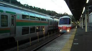 リゾート21としての運行を終え、普通電車伊豆高原行として熱海駅から去って行く様子です。