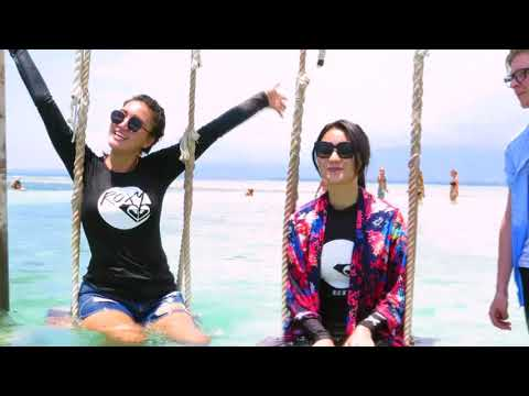 CELEBRITY ON VACATION -Main Air Di Lombok 14/10/17 Part 1