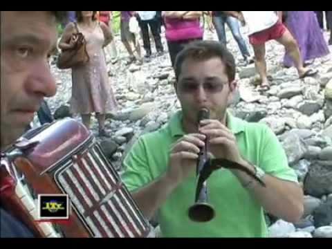 Il suono del Piffero e della fisarmonica in Trebbia sotto il ponte gobbo di Bobbio