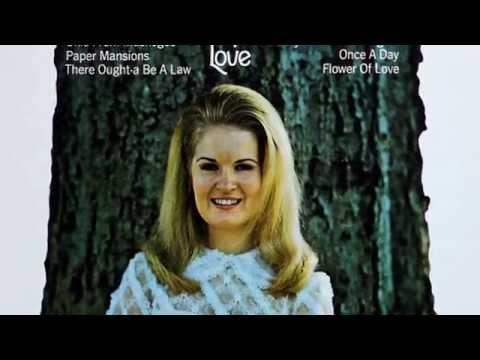 Lynn Anderson - Okie From Muskogee