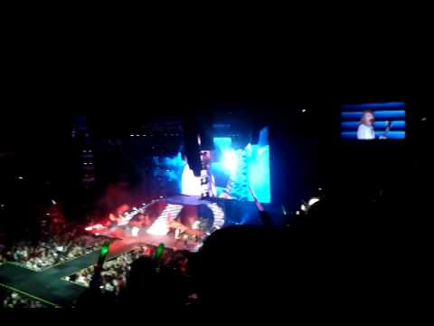 Taylor Swift-red (red tour live in malaysia)