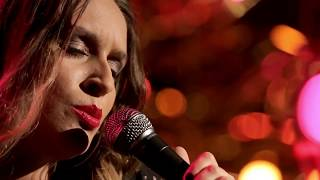 Luiza Caspary – And I Love Her [Na Voz Delas | Canal Bis]