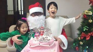 크리스마스에 산타 할아버지가 콩순이 케익을 선물해줬어요!! 서은이와 유준이의 크리스마스 콩순이 케익 먹방 Christmas Kongsuni Cake