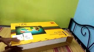 Kodak 32 HD smart TV unpacking.