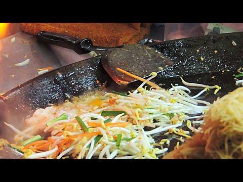 Bangkok Street Food – Pad Thai Noodles